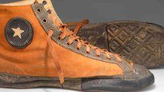 Las primeras All Star eran de lona en tonos ocres y con la suela de goma  #zapatillas #converse #historia #NBA