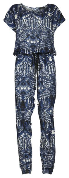 Blauwe jumpsuit - € 39,95 - Vila via Flair.be (http://www.flair.be/nl/mode/276184/jump-for-joy-in-deze-11-jumpsuits)