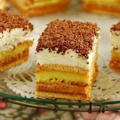 Uncooked cake with caramel and vanilla biscuits is the perfect dessert for . Spanish Desserts, No Cook Desserts, Just Desserts, Potica Bread Recipe, Helathy Food, Romanian Desserts, Romanian Food, Vanilla Biscuits, Delish Cakes