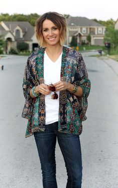 ONE little MOMMA- Stitch Fix Kimono  Even though I don't gravitate towards prints as much, I love this kimono.