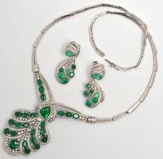 Colar de esmeraldas com aprox 11,70ct de esmeraldas colombianas e aprox 4,48 ct de diamantes. Acompa