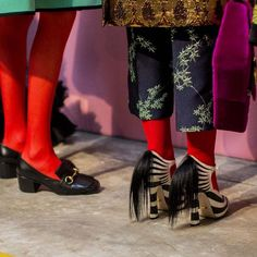 A look behind the scenes as Gucci prepared for Alessandro Michele& showcase. Gucci, Colored Tights, Fashion Week 2016, Alessandro Michele, Outfit Combinations, High Fashion, Milan Fashion, Style Fashion, Chinese Style