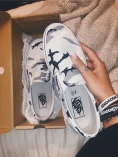 Source by ideas with vans Crazy Shoes, Me Too Shoes, Sneakers Fashion, Fashion Shoes, Fashion Outfits, Custom Vans Shoes, Cute Vans, Sneaker Store, Basket Mode