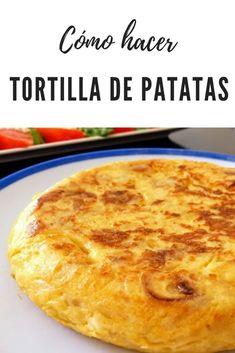 Cómo hacer tortilla de patatas con cebolla. La AUTENTICA tortilla española . Hoy os cuento todos mis trucos y secretos para hacer la tortilla de patatas ORIGINAL y DEFINITIVA, esa que todo el mundo dice que es LA MEJOR que ha probado en su vida. ¿Te vas a perder la receta de tortilla española? #tortilla #lacocinadelila Boricua Recipes, Cuban Recipes, Gf Recipes, Gourmet Recipes, Low Carb Recipes, Super Cookies, Food 101, Love Food, Tapas