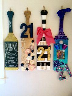Love the 2 middle ones Gamma Sigma Sigma, Kappa Delta Sorority, Delta Phi Epsilon, Sorority Paddles, Alpha Sigma Alpha, Sorority Crafts, 21st Birthday Paddle, 21st Birthday Gifts, 21st Gifts