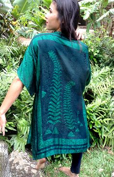 Sarai Stricklin | Maui Fern | Fine art batiks, fashions for men & women, leather purses, anoe paddles, earrings