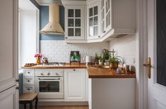 33 Attractive Small Kitchen Design Ideas (A Solution for Budget Kitchens) Kitchen Table Makeover, Kitchen Island Decor, Diy Kitchen Decor, Kitchen On A Budget, Kitchen Interior, Kitchen Small, Kitchen White, Ikea Kitchen, Kitchen Ideas