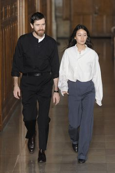 Lemaire Fall 2016 Menswear Fashion Show Fashion Couple, Fashion Show, Fashion Outfits, Mens Fashion, Christophe Lemaire, Fashion Gone Rouge, Madame, Vogue Paris, Minimalist Fashion
