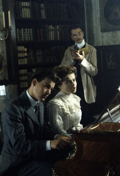 Gravesy (pre-Grenville era) as Freddy, Helena Bohnam Carter (Lucy) and Daniel Day Lewis (oh Cecil!) in a scene from 1985 smash-hit 'A Room With a View'.   #merchantivory #perioddrama