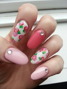 Pretty Pink Flowers. Spring Nail Art with Rhinestones