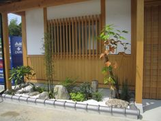 Japanese Garden Theme For A Getaway In Your Own Backyard Zen Garden Design, Japanese Garden Design, Japanese House, Japanese Style, Japanese Garden Plants, Japanese Gardens, London Decor, Simple Shed, Back Gardens