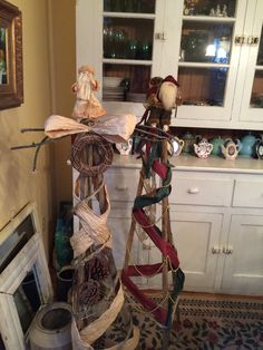 Tobacco Stick Christmas Trees by Barrel Lake Sisters Arts and Crafts. Craft Stick Crafts, Diy Crafts, Tobacco Sticks, Stick Christmas Tree, Sisters Art, Plant Hanger, Barrel, Projects To Try, Arts And Crafts