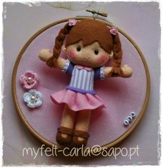 *FELT ART ~ Quadro bastidor com uma bonequinha para a Isa! - My Felt