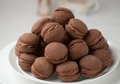 Chocolate Melting Moments Recipe - Quick and easy Biscuit Bar, Biscuit Cookies, Biscuit Recipe, Beignets, No Bake Desserts, Delicious Desserts, Biscuits, Melting Moments, Chocolate Butter