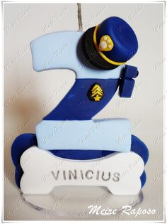 Vela personalizada de acordo com o pedido do cliente, elaborada em biscuit, com base em acrílico e pavio mágico.