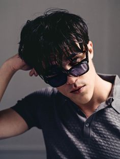 Finn Wittrock for Jacques Marie Mage. Finn you look like you might be 13 here, pushing it. Finn Wittrock, American Horror Story, Beautiful Men, Beautiful People, Amazing People, Stylish Sunglasses, Evan Peters, Darren Criss, Attractive People