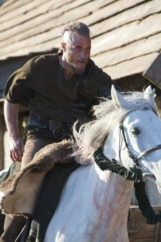 Ragnar Lothbrook (Travis Fimmel) on horseback. Apparently the vikings were good with water- and land-based transportation.