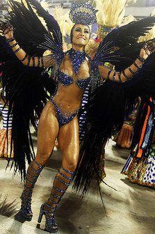Sabrina Sato rainha da bateria da Unidos de Vila Isabel durante desfile na Marquês de Sapucaí