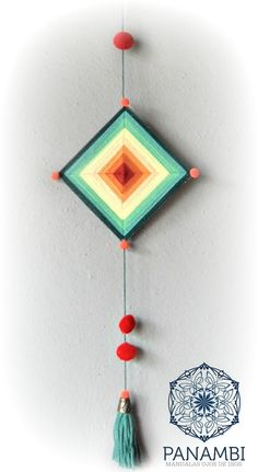 Pin by Sharon Rosenthal on Ojo de dios Crochet Projects, Art Projects, Projects To Try, Bohemian Crafts, Woolen Craft, Gods Eye, Thread Art, Craft Club, Diy Home Crafts