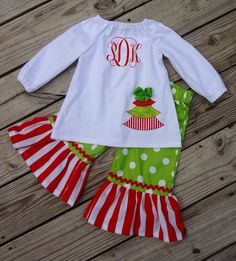 Items similar to Girl's Red and Green Christmas Applique Peasant Top with Ruffled Pants Set on Etsy Toddler Girl Christmas Outfits, Little Girl Christmas Dresses, Little Girl Outfits, Cute Outfits For Kids, Little Dresses, Holiday Outfits, Baby Outfits, How To Make Clothes, Making Clothes