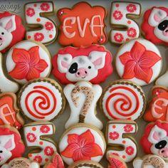 Moana themed minis for Eva& birthday Fun Cookies, Sugar Cookies, Moana Cookies, Baking Basics, Baby 1st Birthday, Sugar Cravings, Simple Flowers, Cookie Decorating, Decorating Ideas