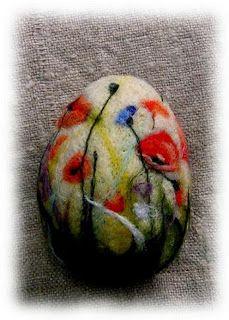 Artystyczne Bohaczykowo: Miałam dwie ufilcowane bazy Hedgehog Craft, Felted Soap, Felt Decorations, Felt Christmas Ornaments, Egg Art, Egg Shape, Egg Decorating, Needle Felting, Wool Felt