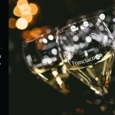 Italy's elegant bubbly has been chosen as the Official Sparkling Wine for the 73rd annual Emmy Awards. Race Around The World, Sparkling Wine, Italian Dishes, Wines, Awards, Sparkle, Elegant, Celebrities, Italian Side Dishes
