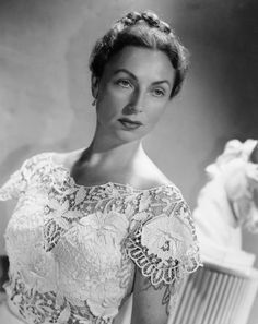 Young Agnes Moorehead from Bewitched. Old Hollywood Movies, Old Hollywood Glamour, Hollywood Actresses, Classic Hollywood, Actors & Actresses, Agnes Moorehead, Bewitched Elizabeth Montgomery, Movie Magazine, Classic Movie Stars