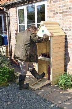 Diy Storage Shed Plans, Diy Shed, Boot Storage, Small Storage, Outdoor Shoe Storage, Firewood Storage, Boot Puller, Diy Jardim, Boot Rack