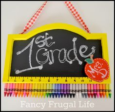 Teachers Gift ~ Crayon Chalkboard Sign this would be great for teacher appreciatetion week attach poster board on the back use masking tape to male out the teacher's name anf melt the crayons and remove the tape :) Teacher Wreaths, School Wreaths, Teacher Appreciation Week, Teacher Gifts, Teacher Stuff, Teacher Tote, Employee Appreciation, Student Gifts, Craft Gifts