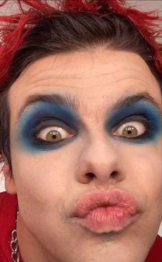 #yungblud #dominicharrison #dominic #harrison Male Profile, Dominic Harrison, Machine Gun Kelly, Halloween Face Makeup, Guys, Amor, Make Up, Sons, Boys