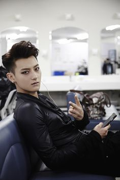 EXO Tao, I wish I could do my makeup half as good as these Asian boys