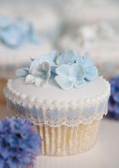 Flowers Cupcakes, Pretty Cupcakes, Beautiful Cupcakes, Yummy Cupcakes, Cupcake Cookies, Hydrangea Cupcakes, Blue Hydrangea, Blue Flowers, Cupcake Cupcake