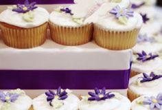Good, simple sight. Recipes, ideas for wedding cupcake displays.