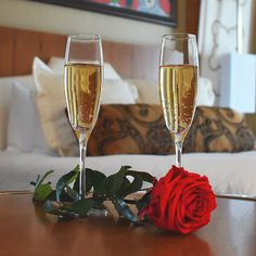 restaurant couple Stay at del Lagos brand new luxu - Treatment Rooms, Spa Treatments, Couples Hotels, Queen Room, Local Hotels, Hotel Packages, Celebrity Chef, Vegas Style, Salon Services