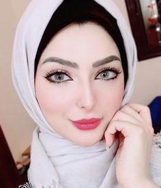 Image may contain: 1 person, closeup Most Beautiful Eyes, Beautiful Girl Image, Beautiful Hijab, Beautiful People, Arab Girls, Muslim Girls, Muslim Women Fashion, Islamic Fashion, Girls Group Names