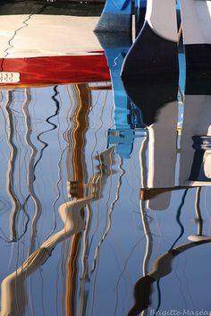 Reflets de bateaux (Sanary). par Brigitte Mazéas  Sanary-sur-Mer, Var, France