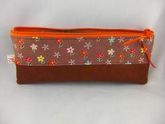Etuis & Mäppchen - Stiftetasche/ Mäppchen flowers für Kinder - ein Designerstück von prettybyreni bei DaWanda