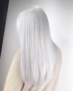 No yellow here.  @hairlikeaboss achieved platinum perfection with the help of the No Yellow shampoo. What do you think of this color? ❄