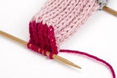 KK:n villasukkakoulun oppitunti: näin kantapää onnistuu taatusti! Knitting Socks, Diy And Crafts, Knit Socks