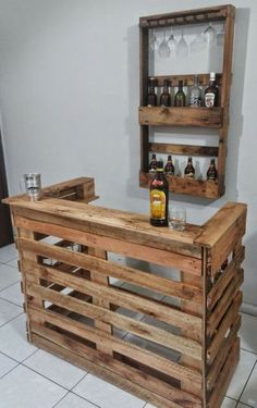 The pallet ought to be in a position to support the weight of your bike and ought to have slits on each side so that it can be lifted by means of a fo. diy bar Wonderful Pallet Furniture Ideas and Tips to Make Your Happy Wood Pallet Bar, Wooden Pallet Projects, Wooden Pallet Furniture, Wooden Pallets, Bar Furniture, Furniture Stores, Pallet Patio, Pallet Chair, Wooden Bar