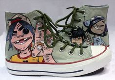 CONVERSE Chuck Taylor All Star GORILLAZ alternative rock band hand painted shoes << They're great but I like my boyfriends official ones better Custom Painted Shoes, Hand Painted Shoes, Custom Converse Shoes, Custom Shoes, Women's Converse, Boots Christmas Gifts, Painted Converse, Latest Shoe Trends, Vintage Shoes