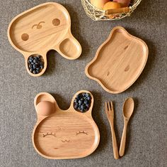 1 piece Circleof japanese style wool baby dish child tableware rabbit dessert plate wood pallet rice dish free shipping Wooden Projects, Wood Crafts, Kids Plates, Baby Plates, Baby Dishes, Wooden Plates, Kids Wood, Wooden Kitchen, Wood Toys