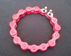 Pulsera hecha de una cadena de bicicleta usada por ReCycleOn