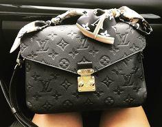 Louis Vuitton Pochette Metis in Noir with bandeau..
