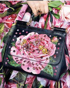 ayil9881 #fashion #girl #style #wedding #fashionphotography #instafollow  #beautymakeup #weddingdecor  #makeupbeauty #makeupartist #hairstyle #decoration #photography #jewelry  #colorful #bride #hautecouture #balloons #amazing  #dress #eveningdress #fashionstyle #weddingcakes #pink  #fashionblogger  #white #shoes #flowers #gorgeous