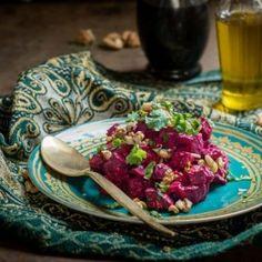 Joghurtos-gránátalmás céklasaláta Cabbage, Bacon, Mexican, Favorite Recipes, Vegetables, Ethnic Recipes, Food, Cilantro, Cabbages