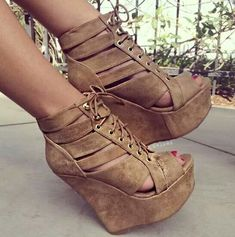 Buy fashion wedges shoes from shoespie. It offers you some cheap wedge shoes of different styles:printed wedge heels, strappy wedges boots, summer wedge sandals are standing for good quality. Platform High Heels, High Heel Boots, Heeled Boots, Shoe Boots, Sandals Platform, Dream Shoes, Crazy Shoes, Cute Shoes, Me Too Shoes