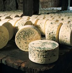 Bleu des Causses (Cow's milk) - from South West France. Recommended wine to go with it: sweet Bergerac