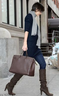 Oh, I want some boots like this... the scarf and the boots...